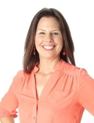 Brunette woman Chris Reiffer birth doula postpartum doula and newborn care specialist from Australia now in Virginia